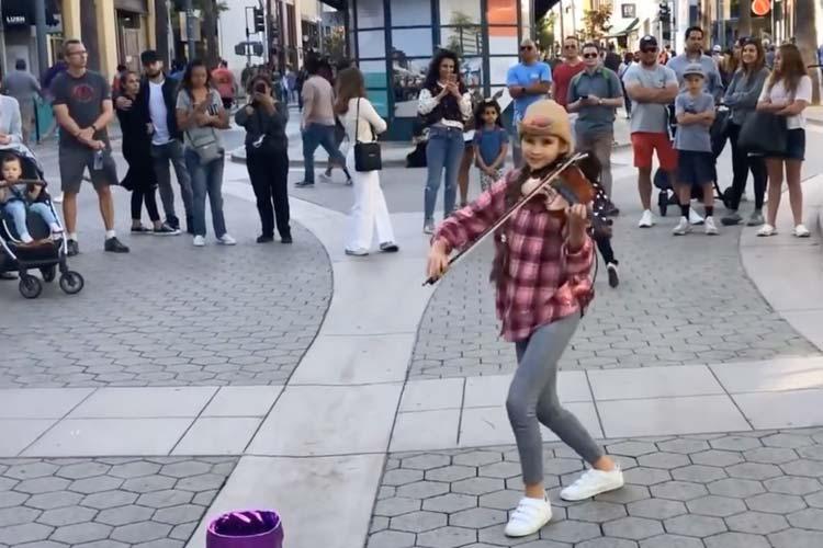 Street Performance of Karolina Protsenko Playing The Violin